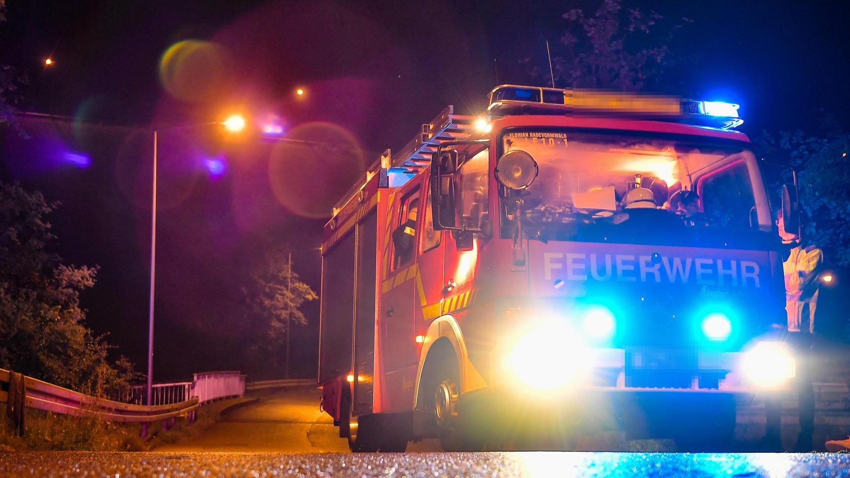 Die Feuerwehr Frankfurt musste heute Nacht einen brennenden Lkw löschen. (Symbolbil)