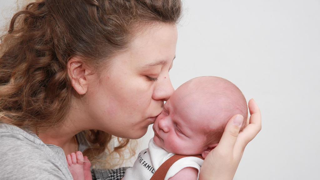 Mama Verena mit ihrem Wunderkind Mateo.
