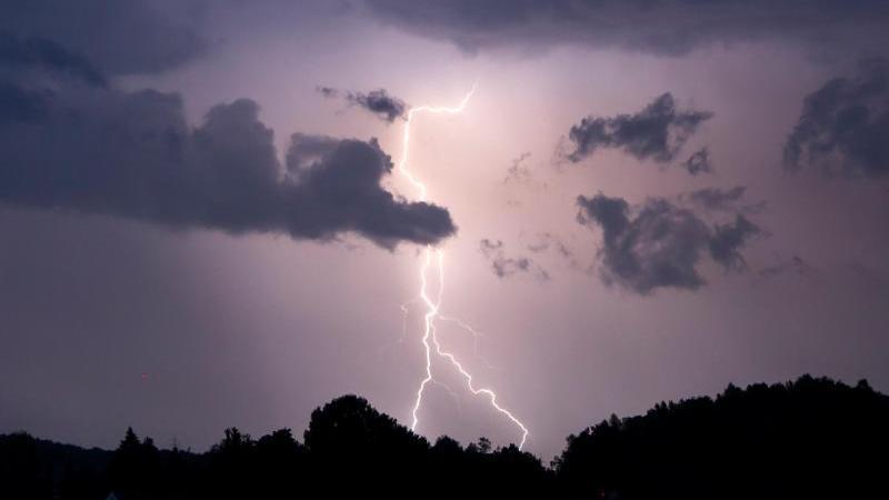 Deutschlandweit kommen in Wolfsburg die meisten Blitze vom Himmel (Symbolbild: Blitz)
