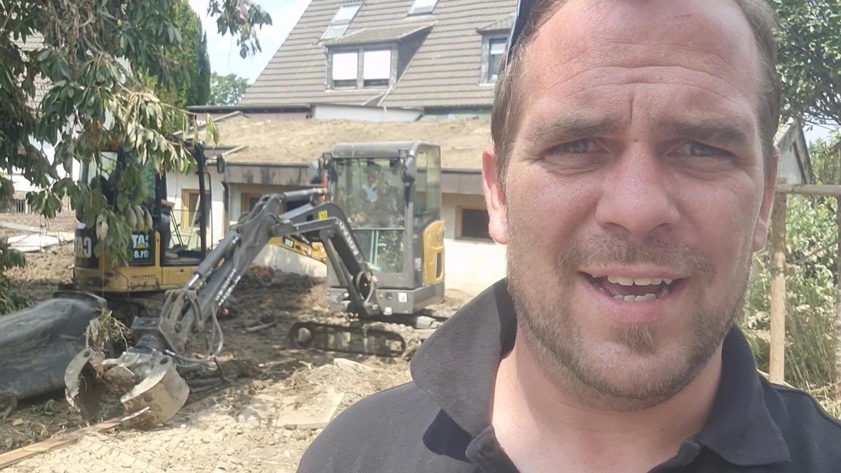 Privathelfer Tino Martens aus Besdorf, Schleswig-Holstein im Hochwasser-Krisengebiet.