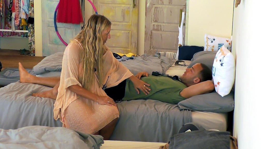 Kampf der Realitystars: Loona tröstet Andrej Mangold