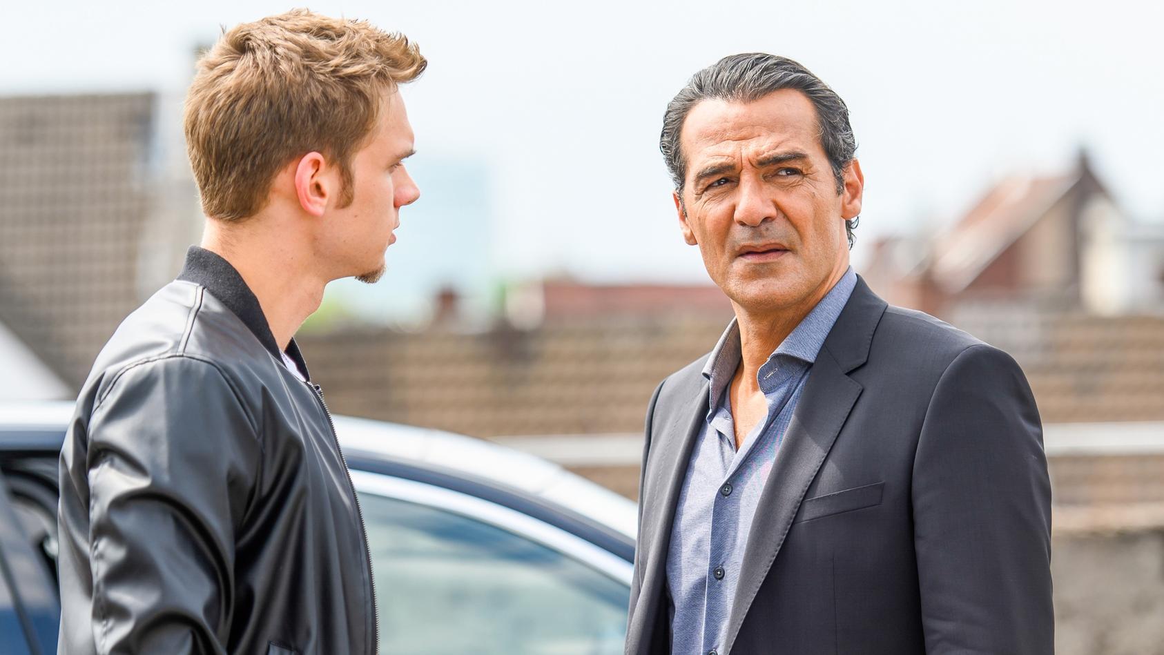 Was haben Marc Giese (Maurice Pawlewski, l.) und sein Vater Frank (Erol Sander) vor?