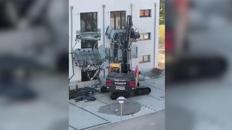 Weil er nicht bezahlt wurde  - Bauleiter dreht durch und zerlegt Neubau