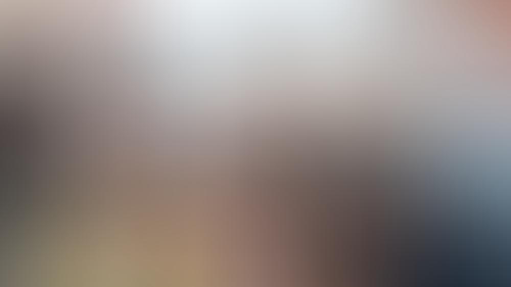 """""""Praxis mit Meerblick: Der einsame Schwimmer"""": Nora (Tanja Wedhorn) kümmert sich um den Triathleten Jonas Prill (Helgi Schmid)."""