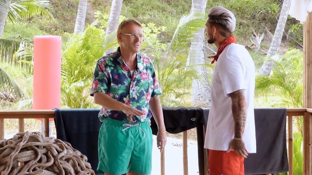 Walther versteht die Realitystar-Welt nicht mehr und sucht das Gespräch mit Neuankömmling Mike.
