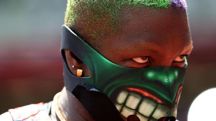 Raven Saunders setzt Zeichen - Grusel-Maske und Twerk-Alarm