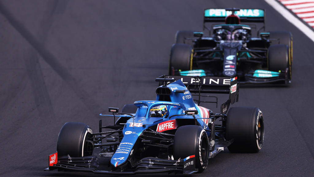 BUDAPEST, HUNGARY - AUGUST 01: Fernando Alonso of Spain driving the (14) Alpine A521 Renault leads Lewis Hamilton of Great Britain driving the (44) Mercedes AMG Petronas F1 Team Mercedes W12 during the F1 Grand Prix of Hungary at Hungaroring on Augus