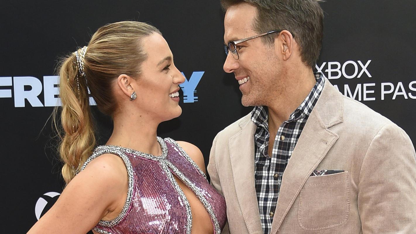 """Blake Lively zeigt, was sie bei Ryan Reynolds' """"Free Guy""""-Filmpremieredrunter trägt"""