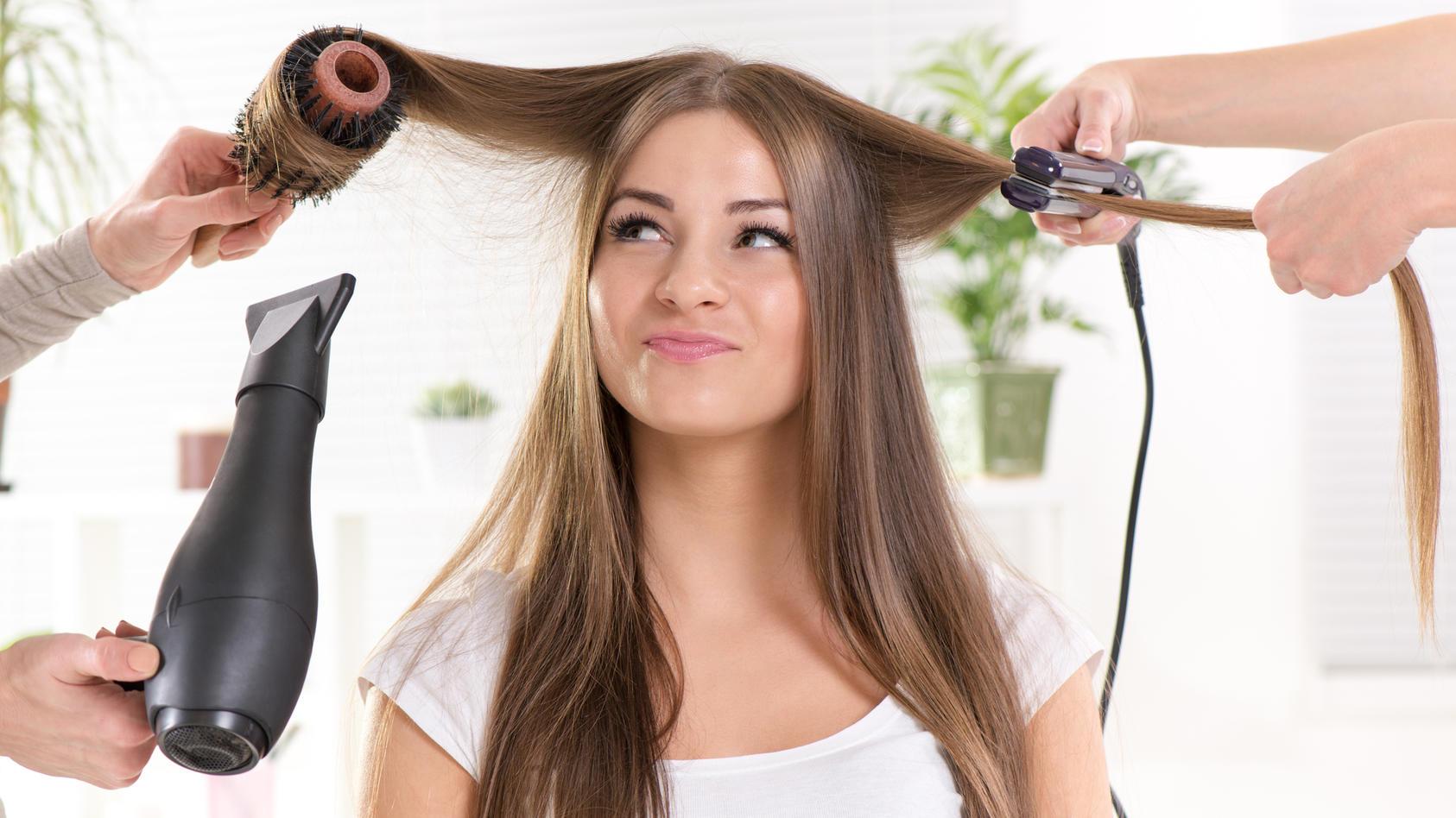 Vor dem Stylen mit Fön, Lockenstab oder Glätteisen sollten Sie Ihre Haare schützen.