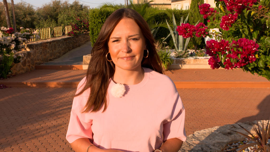 RTL-Reporterin Madeline Zilch ist geschockt von den Zuständen am Party-Strand.