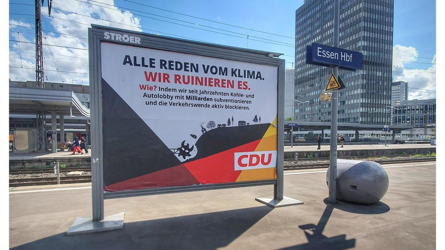Fake-Wahlplakat am Essener Hauptbahnhof