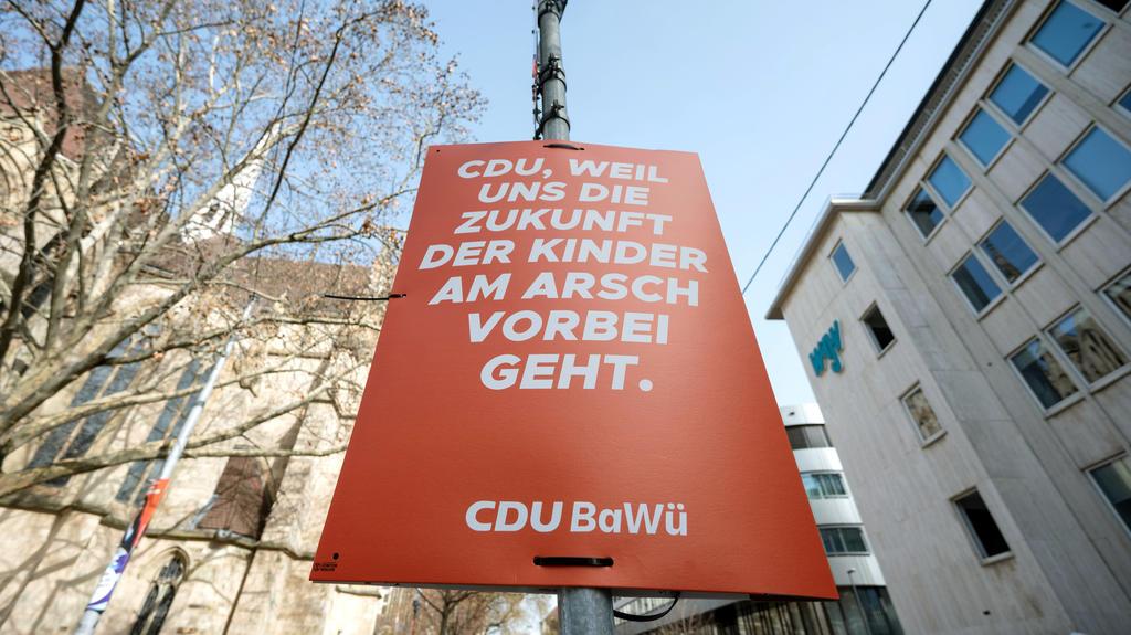 Plakataktion der Klimaaktivistengruppe Extinction Rebellion in Stuttgart