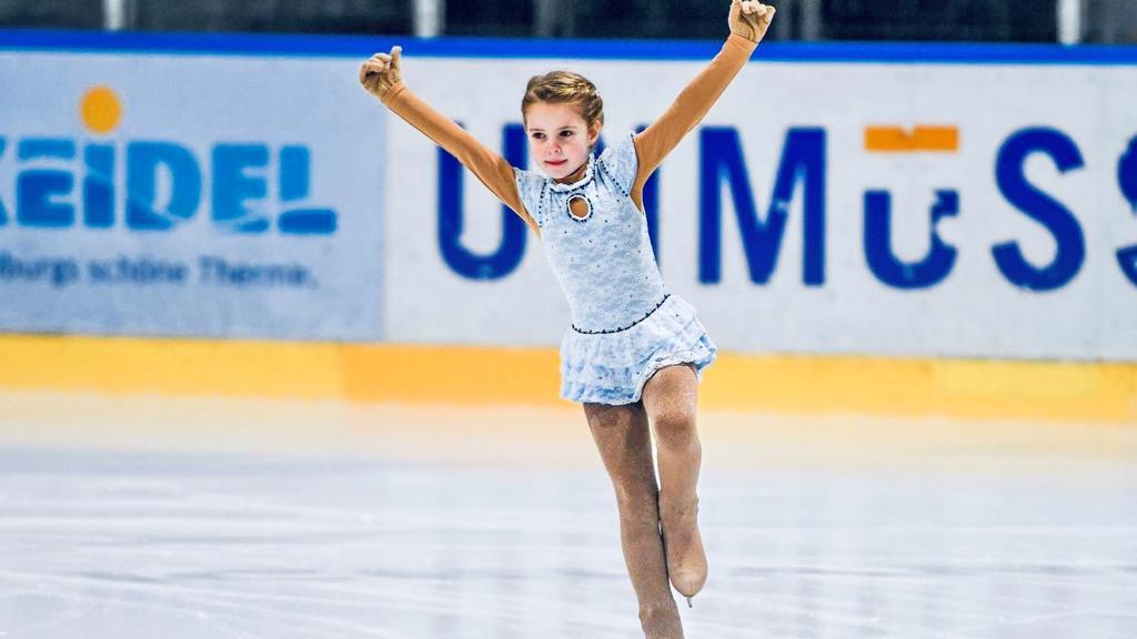Emilia stand schon mit zweieinhalb Jahren auf dem Eis.