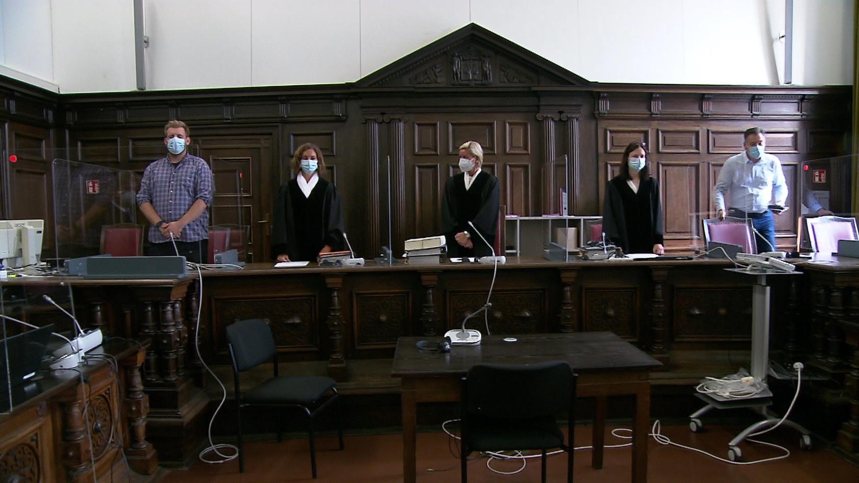 Prozess um Tötung von Mutter und Freundin in Hamburg