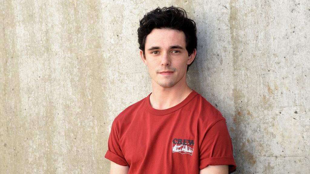 Marc Weinmann hat eine Schauspielausbildung in Köln gemacht.