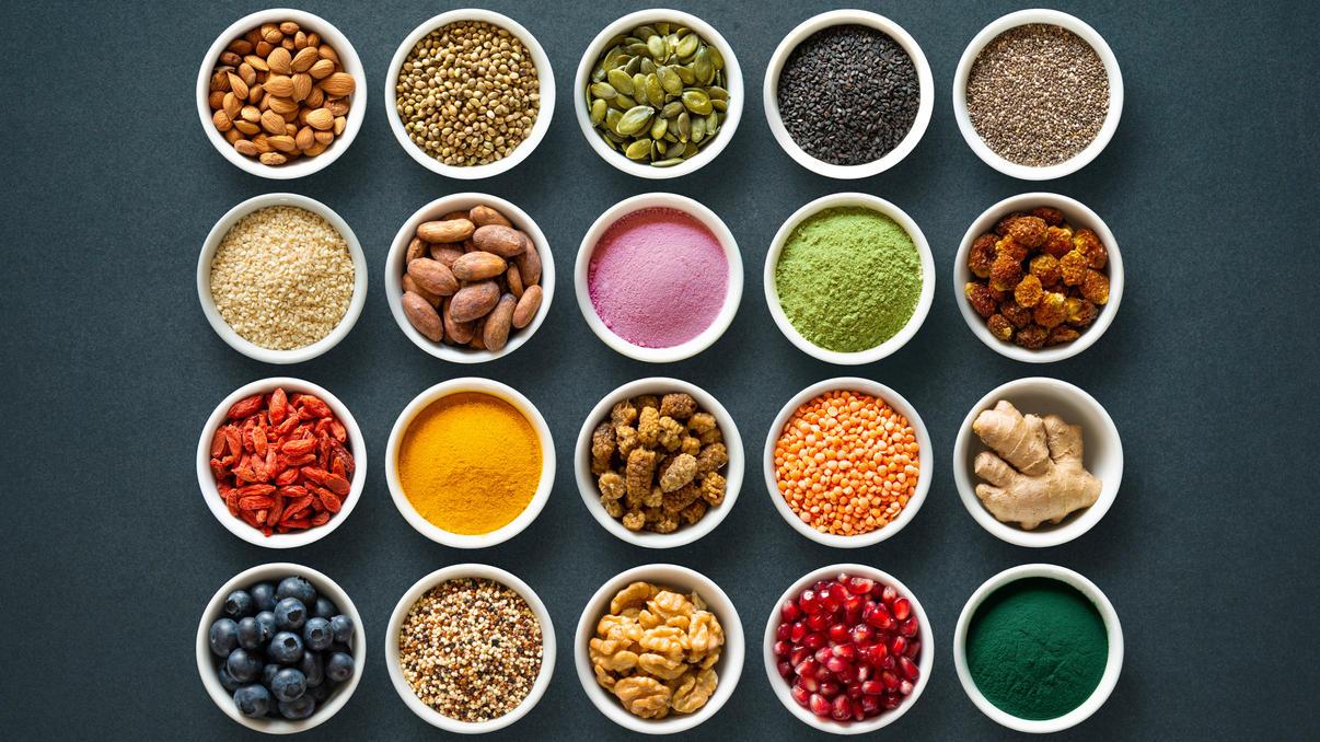 Superfoods sollen uns gesünder, schlauer, schlanker und besser machen - aber was ist wirklich dran?