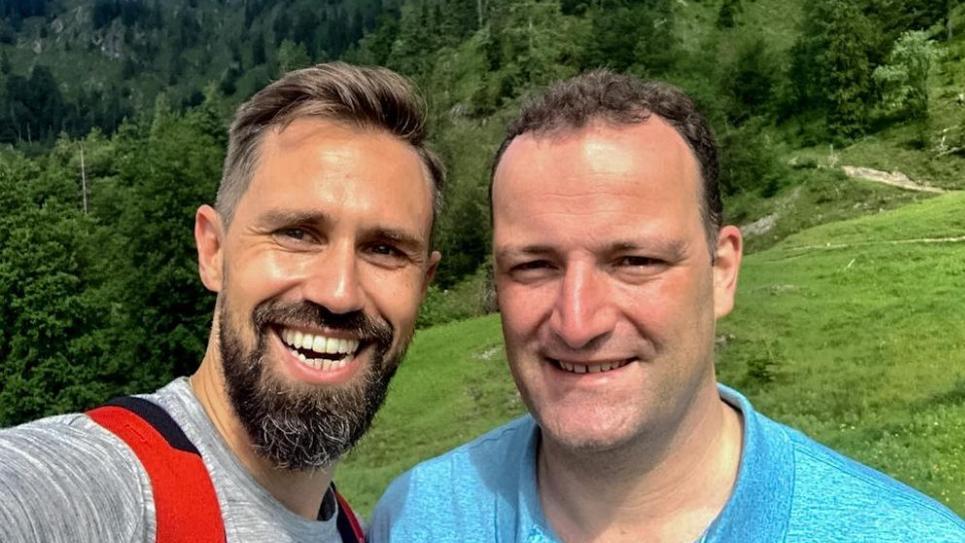 Jens Spahn mit Ehemann Daniel Funke im Urlaub.