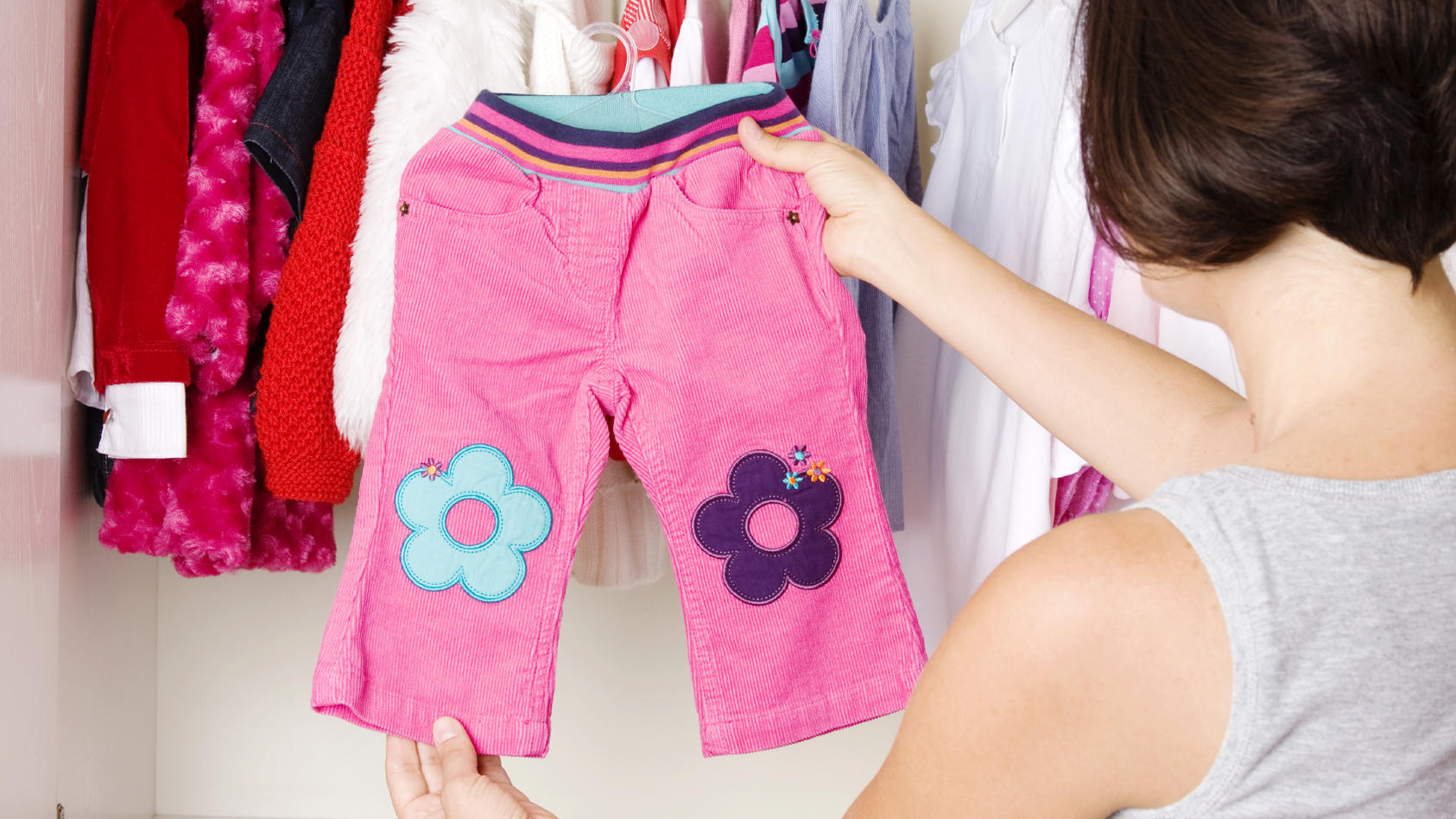 In der Übergangszeit wissen viele Eltern nicht, was sie ihrem Baby oder Kind anziehen können, deshalb haben wir die besten Tipps für Sie. (Symbolfoto)