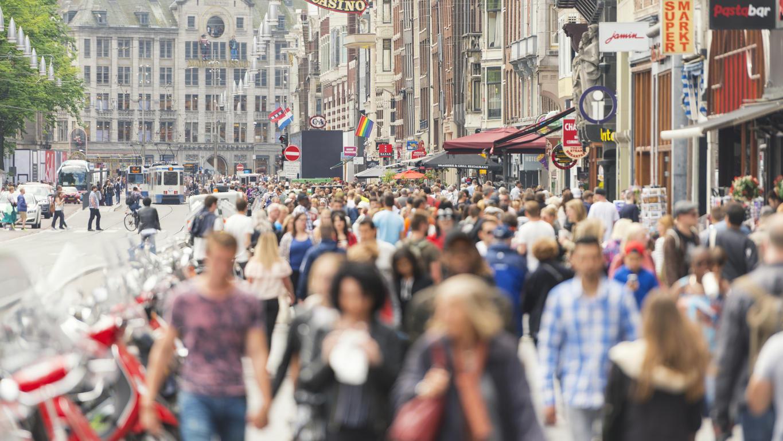 Eine Bürgerinitiative wehrt sich gegen die Touristenmassen, die jährlich nach Amsterdam kommen.