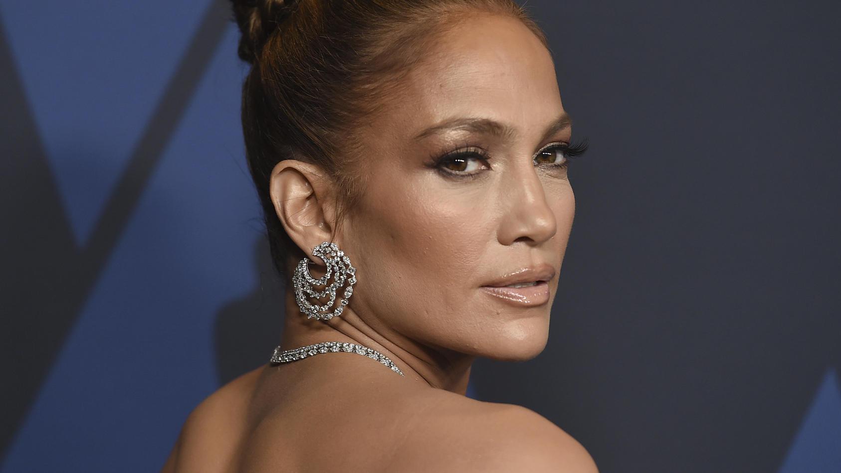 Jennifer Lopez macht den Töchtern von Ben Affleck Geschenke.