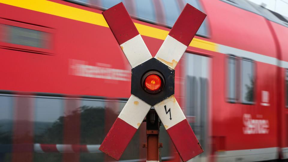 Der Zug erfasste den 13-Jährigengegen 19 Uhr  in Heimertingen (Landkreis Unterallgäu).(Symbolbild)