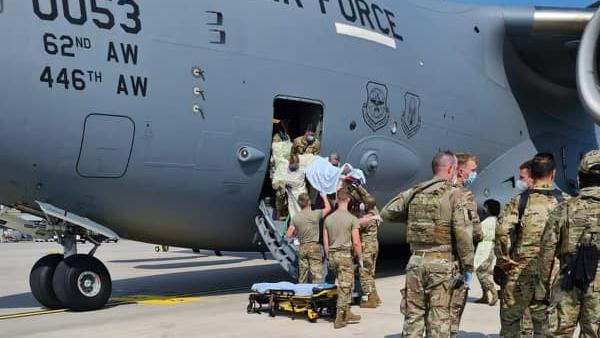 Afghanin bekommt Baby an Bord von US-Flugzeug