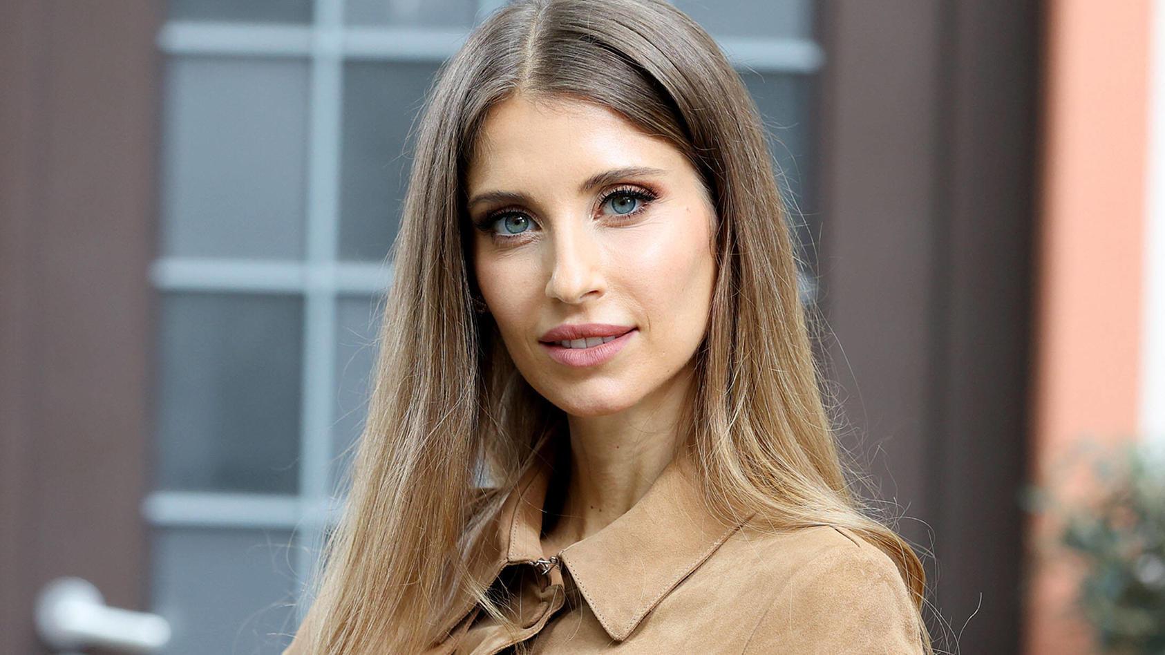 Cathy Hummels beim Fototermin am Rande der Dreharbeiten zu neuen Folgen RTL-Serie Unter Uns