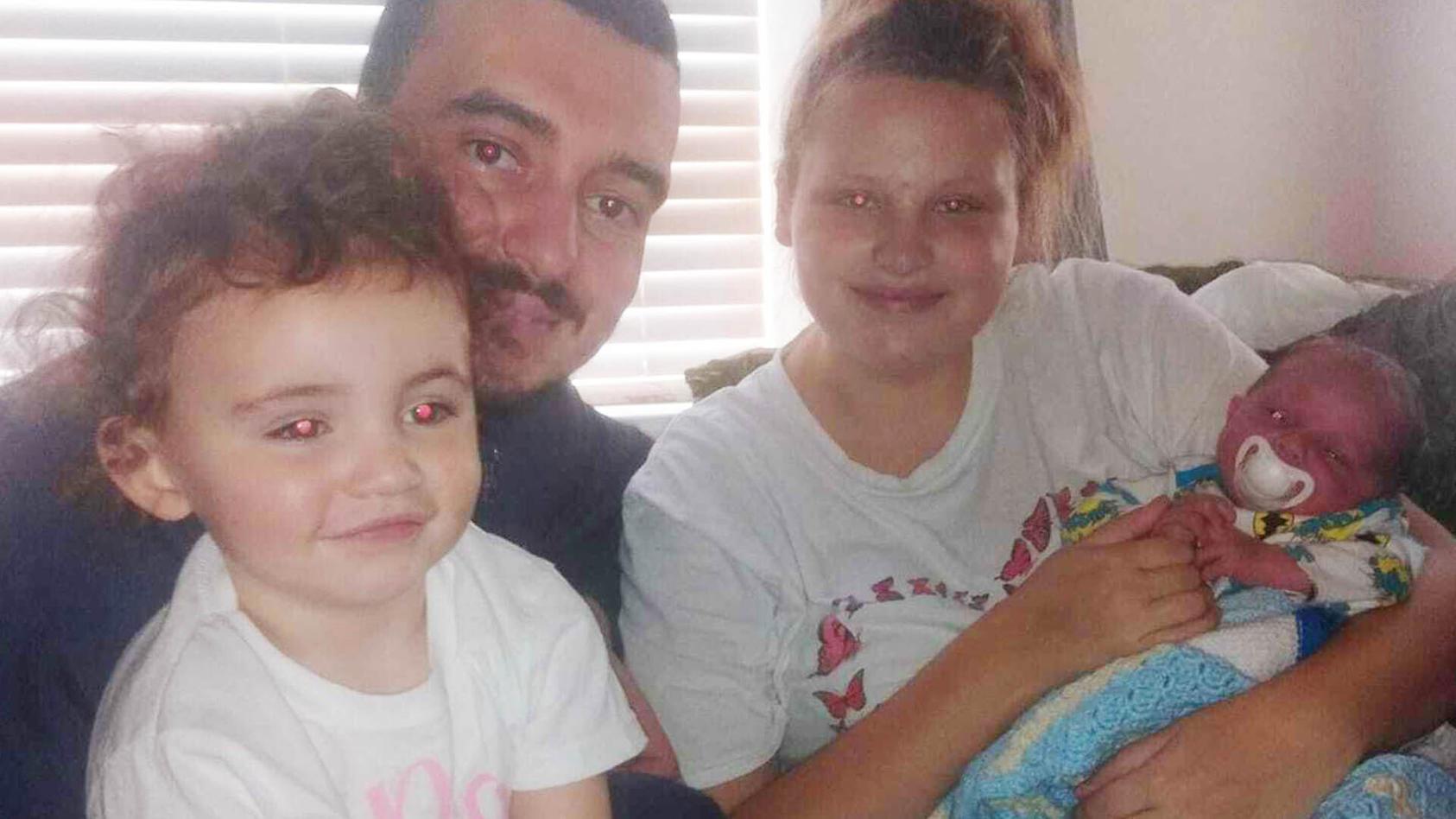 Die 20-jährige Georgia Crowther war unbemerkt schwanger und brachte ihr Baby nach einem Familienessen zur Welt.