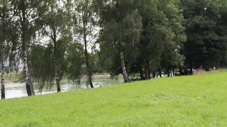 Polizei Münster, Standort des Zeltes (rechts), links der Dortmund-Ems-Kanal