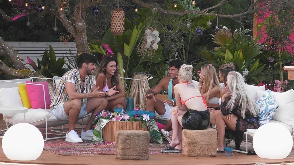 Die Mädels lernen Dennis und Kaan kennen