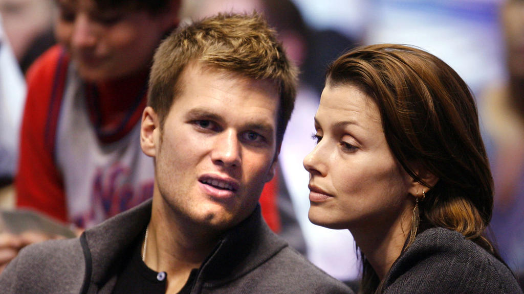 Tom Brady quarterback of the New England Patriots and girlfriend Actress Bridget Moynahan watch the Miami Heat play the New Jersey Nets NBA game at The Continental Airlines Arena in East Rutherford, New Jersey on Friday, May 12, 2006. Foto: Andrew Go