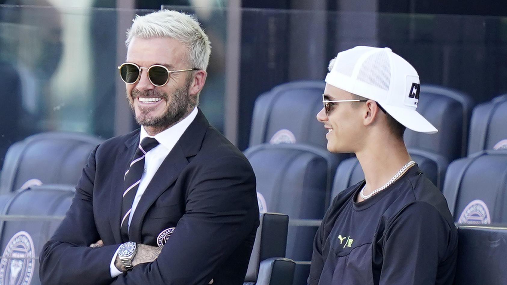 Die Beckhams im Stadion.