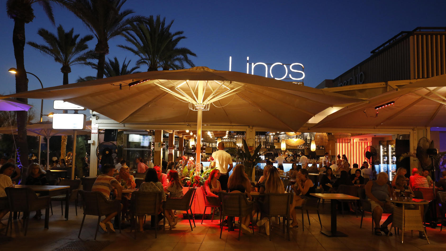 Mallorca lockert Corona-Regeln - das dürfte vor allem Party-Fans freuen.