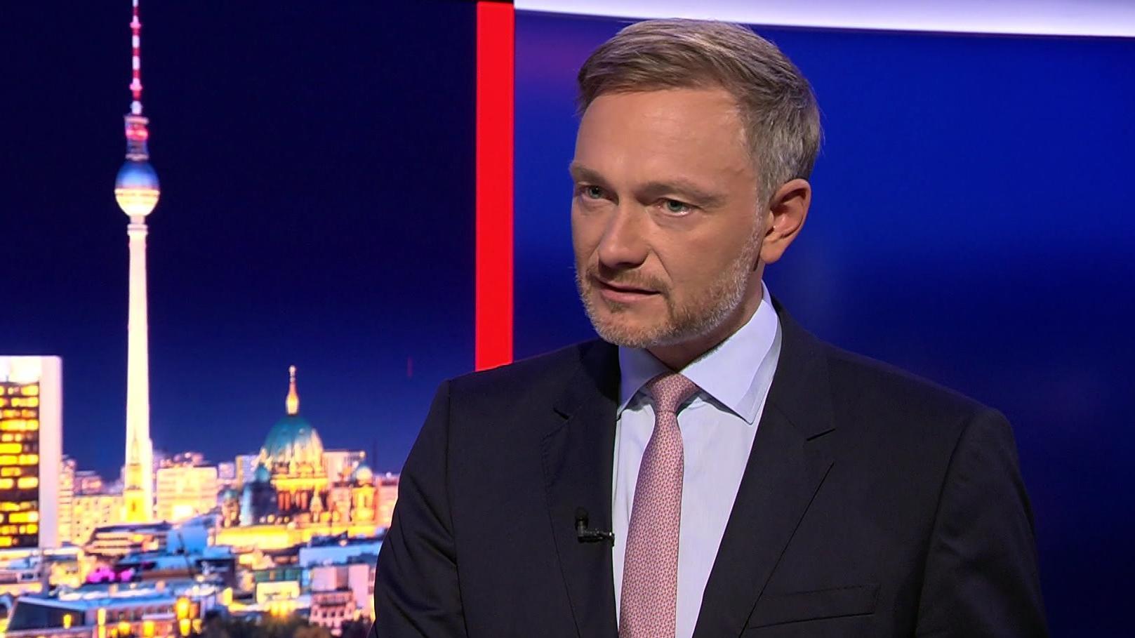 """FDP-Vorsitzender Christian Lindner nimmt Til Schweiger bei """"RTL Direkt"""" in Schutz."""