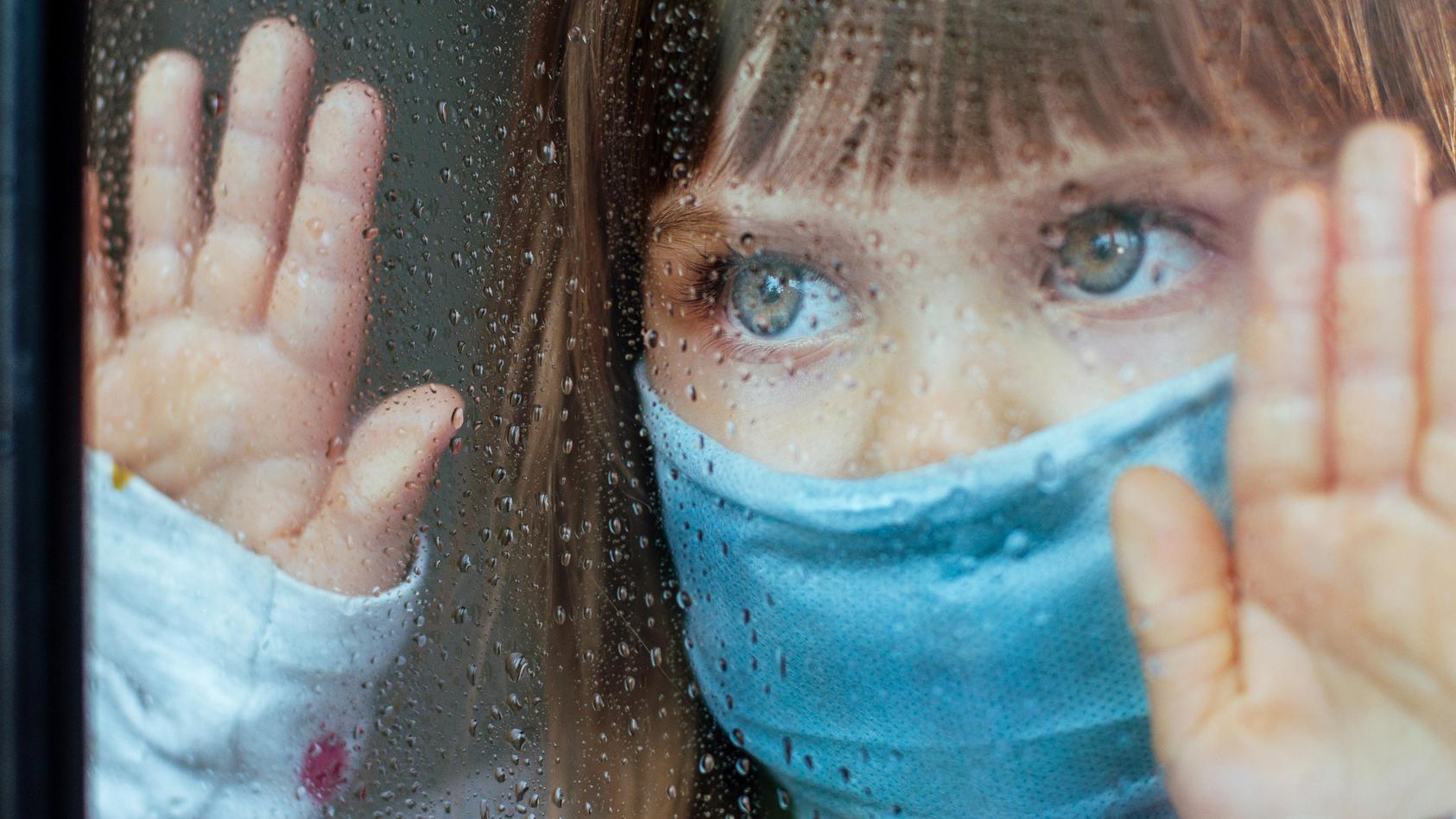 die-standige-impfkommission-stiko-empfiehlt-bislang-nur-kindern-im-alter-von-12-17-jahren-die-corona-impfung-die-inzidenz-bei-jungeren-ist-dementsprechend-hoch