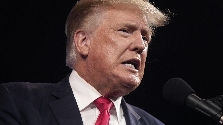 Ex-Präsident sitzt am Ring - Trump kommentiert Holyfield-Comeback
