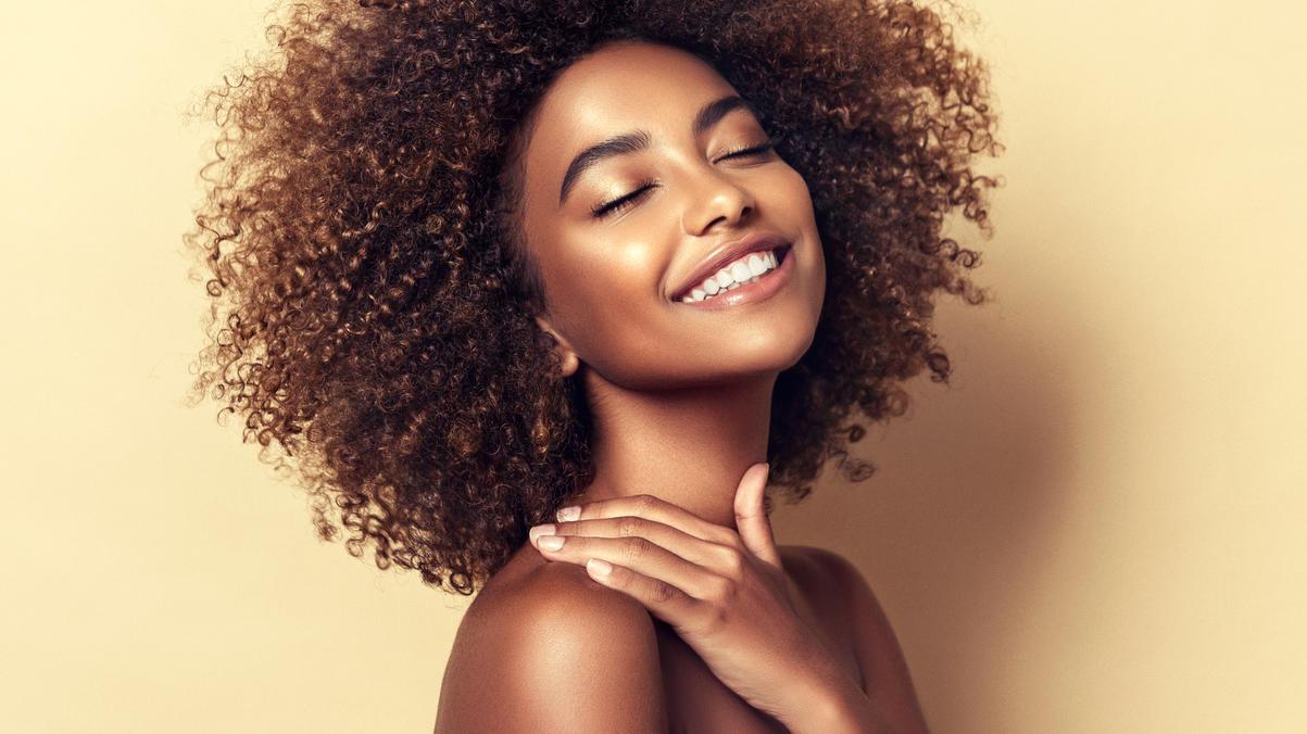 Strahlend schön aussehen? Das klappt mit den Beauty-Trends 2021.
