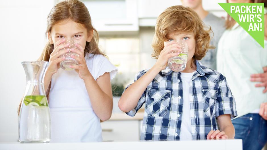 Wie viel Flüssigkeit braucht mein Kind am Tag?