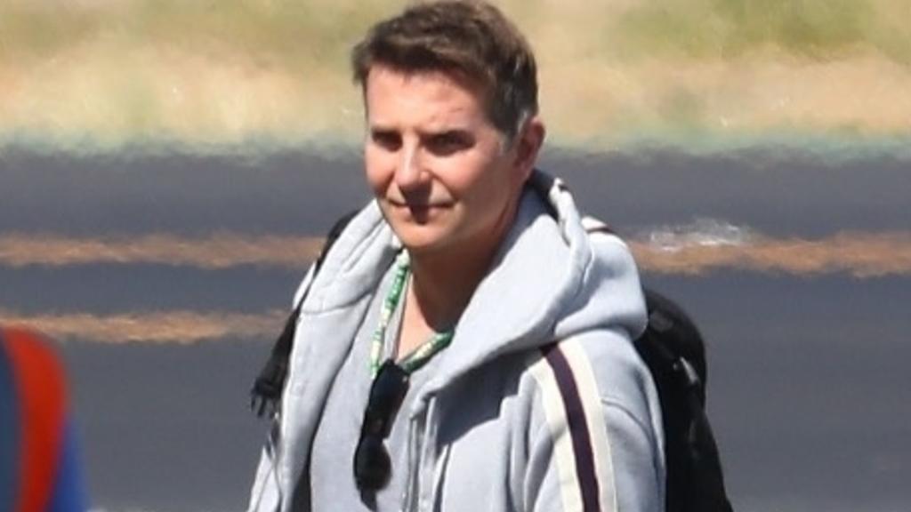 Dieses Foto zeigt Bradley Cooper am Flughafen. Mit seiner Tochter Lea hatte der Schauspieler einen Kurzurlaub in Mexiko gemacht.