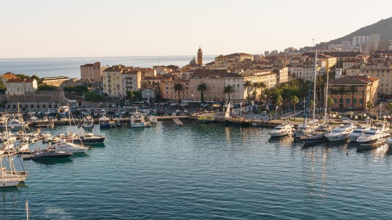 Die Bundesregierung streicht die bei Urlaubern beliebte Insel Korsika ab Sonntag von der Liste der Corona-Hochrisikogebiete. Foto: Philipp Laage/dpa-tmn/dpa