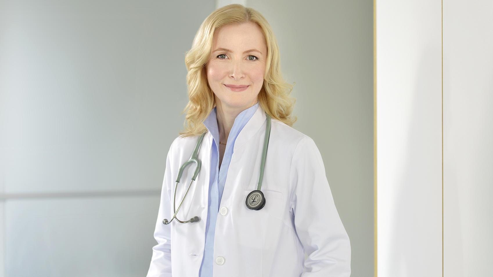 Dr. Anne Fleck beantwortet Zuschauerfragen bei RTL Punkt 12.