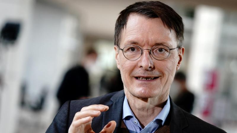 Karl Lauterbach sieht Hoffnung in steigenden Impfquoten.