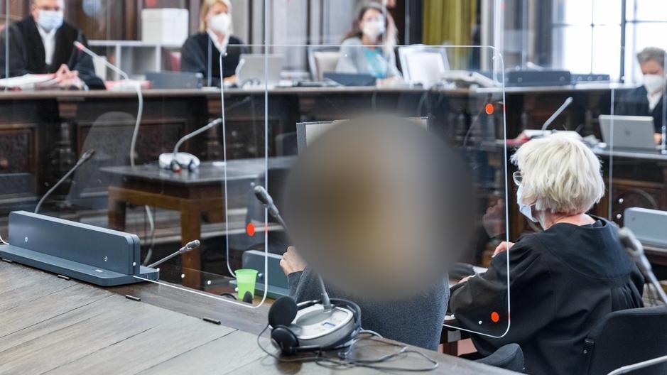 Prozess wegen versuchten Mordes an eigener Tochter in Hamburg.