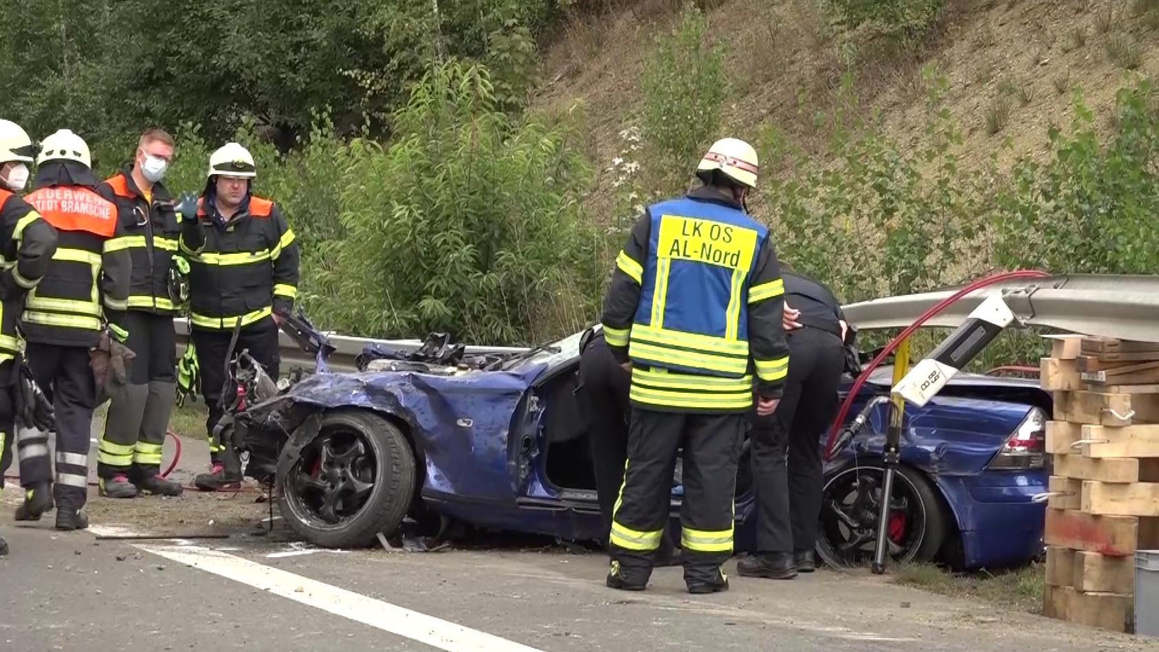 Bei dem Unfall wird das Cabrio vollkommen zerstört.