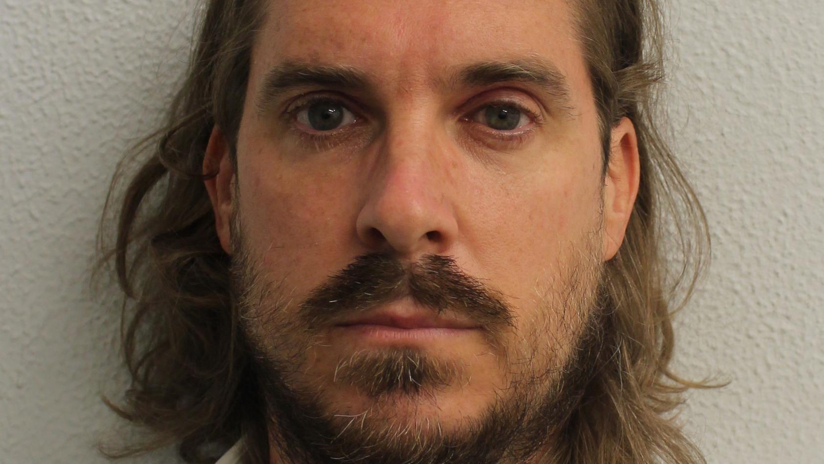 Der Polizeibeamte Neil Corbel fakte Fotoshootings, um nackte Models heimlich zu filmen.