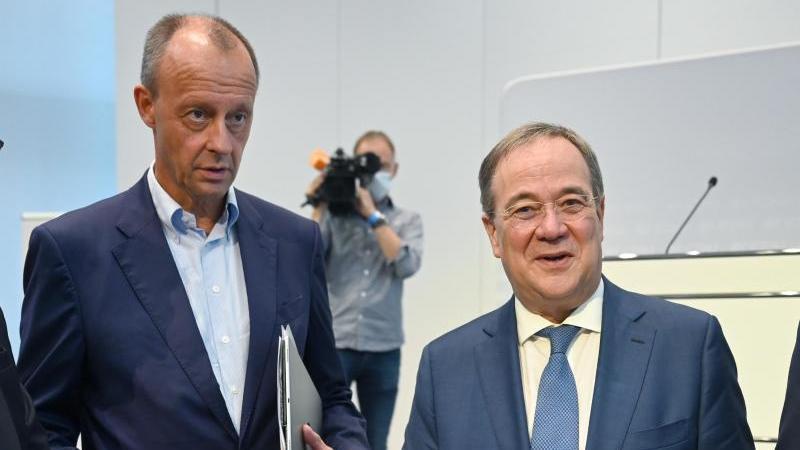 Friedrich Merz und Armin Laschet stellen gemeinsam neues CDU-Wirtschaftsprogramm vor.