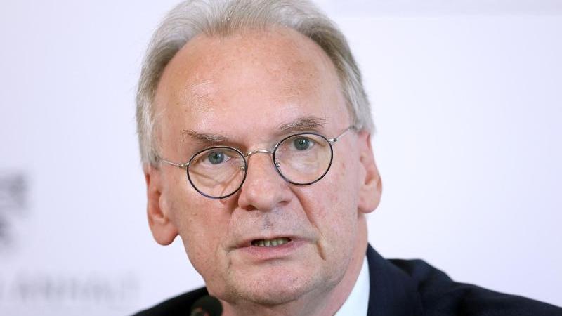 Reiner Haseloff (CDU) stellt sich am Donnerstag zur Wiederwahl als Ministerpräsident. Foto: Ronny Hartmann/dpa/Archiv