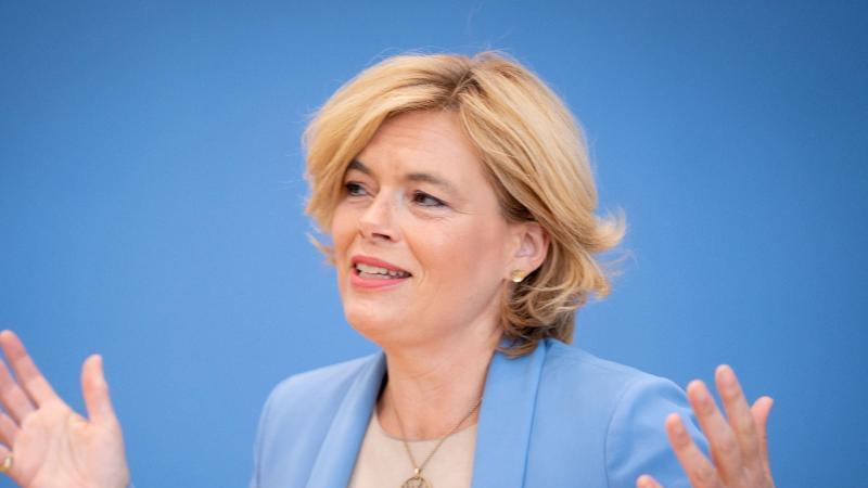 Julia Klöckner (CDU), Bundesministerin für Ernährung und Landwirtschaft, spricht. Foto: Kay Nietfeld/dpa