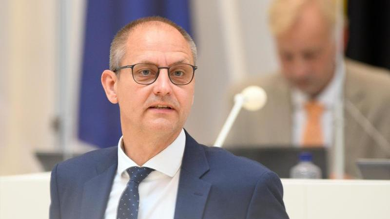 Wolfgang Roick (SPD) spricht während der Landtagssitzung. Foto: Soeren Stache/dpa-Zentralbild/dpa/Archiv