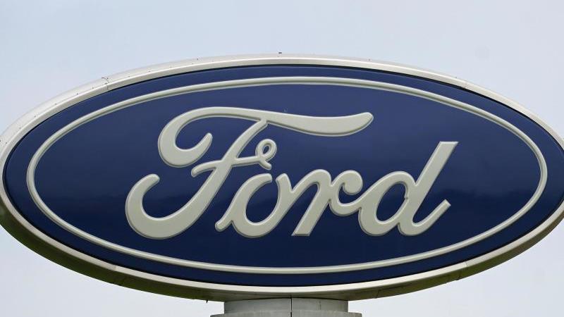 Das Ford-Logo ist zu sehen. Foto: Gerry Broome/AP/dpa/Symbolbild